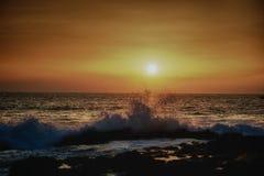 Coucher du soleil chez Kona, Hawaï Images stock