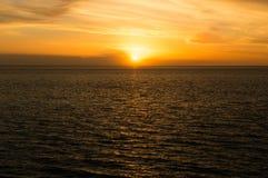 Coucher du soleil chez l'Océan Atlantique Image libre de droits