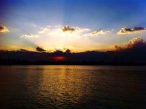 Coucher du soleil chez le fleuve Chao Phraya Photo stock