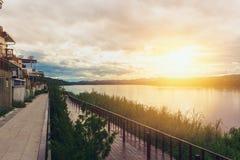 Coucher du soleil chez le Mekong de Chiang khan Loei Photographie stock libre de droits