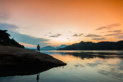 Coucher du soleil chez le Mekong, Laos Photo stock