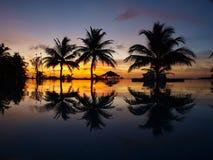 Coucher du soleil chez les Maldives Photos stock