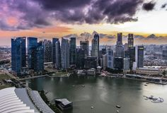 Coucher du soleil chez Marina Bay, Singapour Image stock