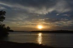 Coucher du soleil chez Marina Park à la valeur de lac à Fort Worth le Texas Image libre de droits