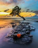 Coucher du soleil chez Pantai Kuri Caddi Photos libres de droits