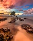 Coucher du soleil chez Pantai Kuri Caddi Photo stock