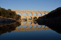 Coucher du soleil chez Pont du le Gard en Provence image stock