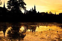 Coucher du soleil chez Sukhotai Photos stock