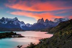 Coucher du soleil chez Torres Del Paine Photographie stock libre de droits