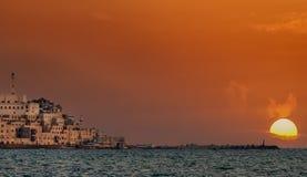Coucher du soleil coloré à la mer Méditerranée dans Jaffo photo stock