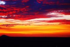 Coucher du soleil coloré de montagne Images libres de droits