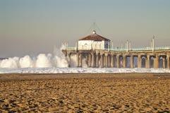 Coucher du soleil coloré de pilier de Manhattan Beach Images stock