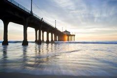 Coucher du soleil coloré de pilier de Manhattan Beach Images libres de droits