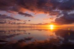 Coucher du soleil coloré en île de Réunion images libres de droits