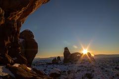 Coucher du soleil coloré en hiver au parc national de voûtes Photo stock