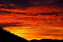 Coucher du soleil coloré - montagnes d'atlas - le Maroc Image libre de droits
