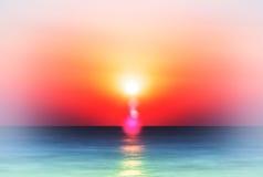 Coucher du soleil coloré vibrant horizontal d'océan photos libres de droits