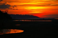 Coucher du soleil, couleurs du feu images stock