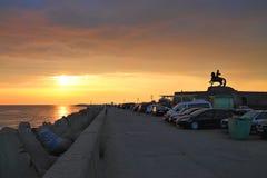 Coucher du soleil d'été sur la mer baltique images stock