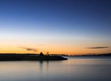 Coucher du soleil d'été sur le lac Image stock