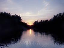 Coucher du soleil d'étang Image libre de droits