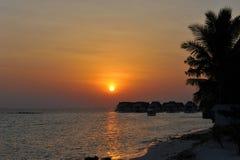 Coucher du soleil d'île des Maldives Photo libre de droits