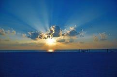 Coucher du soleil d'îles des Maldives Photographie stock