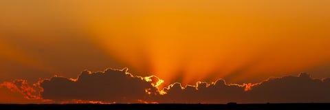 Coucher du soleil d'or photos stock