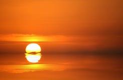 Coucher du soleil d'or Photo stock