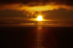 Coucher du soleil d'or Images stock