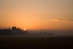 Coucher du soleil d'aéroport Photos stock