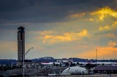 Coucher du soleil d'aéroport Photo libre de droits