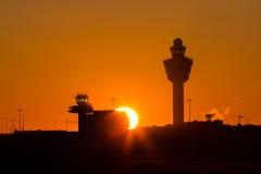 Coucher du soleil d'aéroport de Schiphol Photographie stock