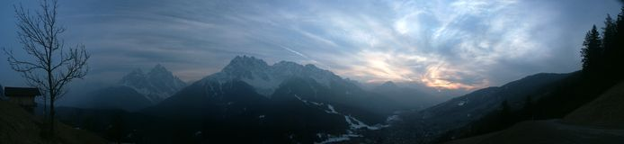 Coucher du soleil d'Alpes photo stock