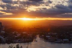 Coucher du soleil d'or au-dessus de la Gold Coast, Australie Images stock