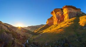 Coucher du soleil d'or au Golden Gate Images stock