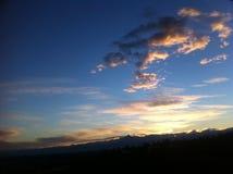Coucher du soleil d'or avec l'horizon de Monviso Photo libre de droits