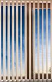 Coucher du soleil d'aveugles de fenêtre Photographie stock