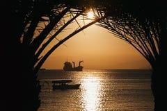 Coucher du soleil d'or de la Jordanie dans Aqaba Photographie stock libre de droits