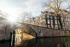 Coucher du soleil d'hiver à Amsterdam photographie stock libre de droits