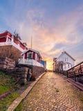 Coucher du soleil d'hiver dans Fjällbacka pittoresque photographie stock libre de droits