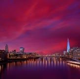 Coucher du soleil d'horizon de Londres sur la Tamise image libre de droits