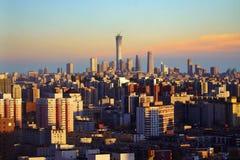 Coucher du soleil d'horizon de ville de Pékin, Chine photo stock