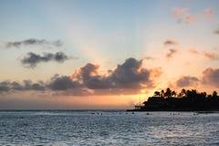 Coucher du soleil d'Oahu images stock