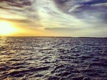 Coucher du soleil d'océan Atlantique sud photographie stock libre de droits
