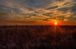 Coucher du soleil d'océan dans Cape May, New Jersey au rivage Images libres de droits