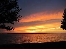 Coucher du soleil d'orage d'été au-dessus d'île Michigan de Grosse Images libres de droits