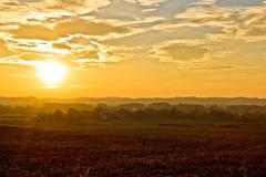 Coucher du soleil d'or stupéfiant de paysage de la Croatie Photos libres de droits
