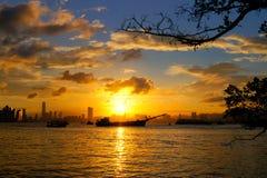 Coucher du soleil d'un petit village de pêche en Hong Kong Photographie stock