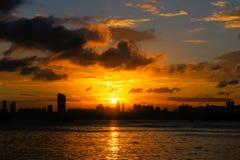 Coucher du soleil d'un petit village de pêche en Hong Kong Image libre de droits